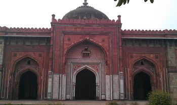 Qila-e-Kuhna Masjid inside Purana Qila