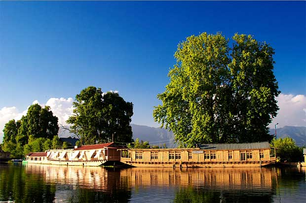 Houseboat of Dal Lake Srinagar history and tourism details