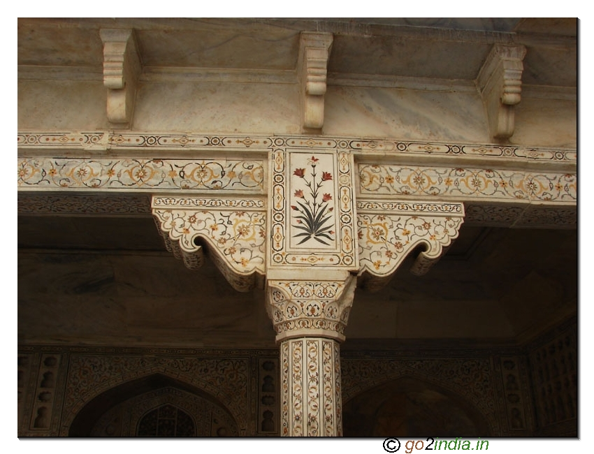 Art work at Agra fort