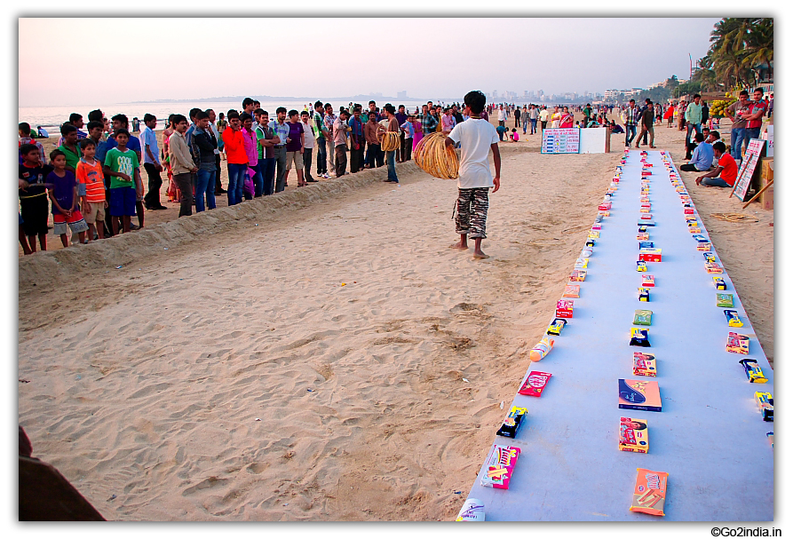 go2india.in : Juhu beach area , games to play